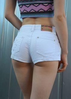Kup mój przedmiot na #vintedpl http://www.vinted.pl/damska-odziez/szorty-rybaczki/13875094-biale-krotkie-spodenki-szorty-przetarcia-minimal