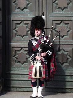 7f12bffa38277 Edinburgh i dont think a kilt would look right on me England And Scotland