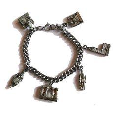 London landmarks vintage silvertone charm bracelet (270.825 IDR) ❤ liked on Polyvore featuring jewelry, bracelets, vintage costume jewellery, vintage charm, chain jewelry, chain charm bracelet and vintage costume jewelry
