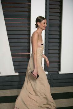Behati Prinsloo has nip slip at Academy Awards.