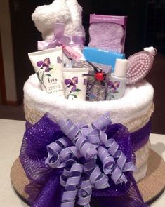 20 Awesome Birthday Care Packages For Any College Student Looking for ideas for awesome birthday care packages? Look no further for the best and most memorable DIY birthday care packages for any student! Mother's Day Gift Baskets, Raffle Baskets, Boyfriend Gift Basket, Boyfriend Gifts, Diy Birthday, Birthday Gifts, Birthday Basket, Pamper Cake, Birthday Care Packages