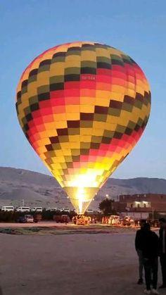 Como é o voo de balão em Luxor -Egito #luxoregito #egito Luxor, Disneyland, Classroom Ideas, Travel Inspiration, Alphabet, Posts, Random, Videos, Board