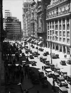 Gran Vía (con el edificio Carrión aún en construcción), 1932. Madrid. Autor desconocido Archivo del Estado de Baden-Wurtember, Friburgo, Alemania.