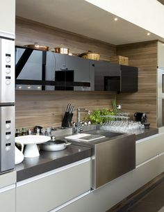 The best modern kitchen design this year. Are you looking for inspiration for your home kitchen design? Take a look at the kitchen design ideas here. There is a modern, rustic, fancy kitchen design, etc. Modern Kitchen Cabinets, Kitchen Dinning, Kitchen Cabinet Design, Wooden Kitchen, Modern Kitchen Design, Home Decor Kitchen, Interior Design Kitchen, New Kitchen, Kitchen Ideas