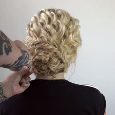 50 Glam Updo Styles For Wedding! 50 Glam Updo Styles For Wedding! Do you wanna see more fab hairstyle ideas and tips for your wedding? Then, just visit our web site babe! Short Hairstyles For Thick Hair, Wedding Hairstyles For Long Hair, Bride Hairstyles, Hairstyle Ideas, Updo Styles, Curly Hair Styles, Style Glam, Peinado Updo, Short Wedding Hair