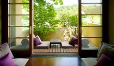 Lovin' these Balcony gardens………. Lovin' these Balcony gardens………. Apartment Balcony Garden, Small Balcony Garden, Small Japanese Garden, Japanese House, Japanese Style, Design Patio, Balcony Design, Style Japonais, Relaxation Room