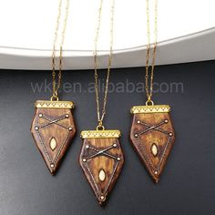 WT-N839 Wholesale Hand Carved Natural Spear Brown Resin