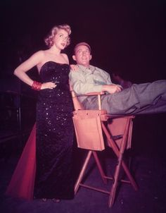 30 Fantastic Movie Costumes by the Legendary Edith Head. Rosemary Clooney & Bing Crosby in White Christmas. Hooray For Hollywood, Golden Age Of Hollywood, Vintage Hollywood, Hollywood Glamour, Hollywood Stars, Classic Hollywood, Hollywood Actresses, Hollywood Couples, Rosemary Clooney