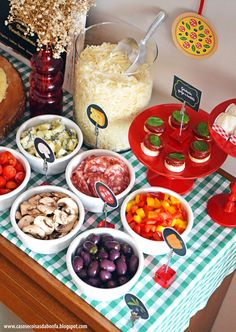 DSC_0871 Italian Themed Parties, Italian Party, Italian Table, Little Italy Party, Italy Party Theme, Pizza Party Birthday, Spaghetti Dinner, Party Food And Drinks, Fiesta Party
