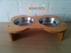 Mesa para perro o gato  valor $5.000 pesos chilenos  medida 25x40x10 cm Dog Bowls, Boho, Dog Table, Dog Cat, Doggies, Pets, Gatos, Bohemian