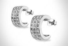Paga $299 en vez de $1,334 y recibe unos elegantes Aretes Diamonds Drops bañados en Oro Blanco de 18 kilates y decorados con Swarovski Elements.