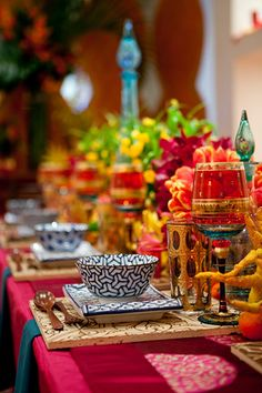 morrocan color table setting - love these colors for a party! Morrocan Table, Moroccan Theme, Moroccan Style, Indian Table, Moroccan Party, Moroccan Bedroom, Moroccan Lanterns, Moroccan Wedding, Moroccan Interiors