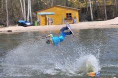 4/31   Photo du water stunt show, Jim Bond H2O situé à Holiday-Park (Allemagne). Plus d'information sur notre site http://www.e-coasters.com !! Tous les meilleurs Parcs d'Attractions sur un seul site web !!