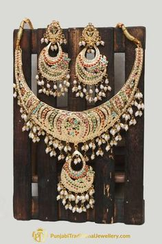 Punjabi Traditional Jewellery, Gold Jewellery Design, Gold Jewelry, Dulhan Mehndi Designs, Pearl Necklace Set, India Jewelry, Wedding Jewelry Sets, Shadi Dresses, Jewels