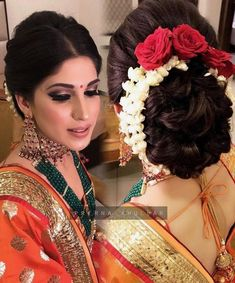 Flowers In Hair Indian Hairstyles 19 Super Ideas Indian Bun Hairstyles, Saree Hairstyles, Indian Wedding Hairstyles, Bride Hairstyles, South Indian Bride Hairstyle, Bridal Hair Buns, Bridal Hairdo, Wedding Hair Flowers, Flowers In Hair
