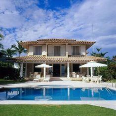Fachadas de casas Fachada da casa com Piscina oscarmikail 74668