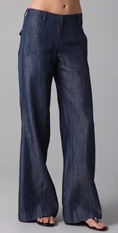 Tibi Low-rise Chambray Wide-leg Jeans in Blue (indigo).i love this style jean Look Fashion, Fashion Outfits, Womens Fashion, Fashion Design, Jean Outfits, Cute Outfits, Mode Cool, Pantalon Large, Mein Style