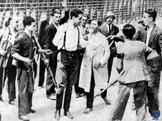 Asalto al Cuartel de la MontañaEl asalto al cuartel de la montaña tuvo lugar el 20 de julio de 1936 y se convirtió en el primer gran enfrentamiento de la Guerra Civil Española en Madrid.