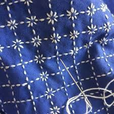 Crewel Embroidery Seed Stitch Gradient Leaves - Embroidery Patterns,Japanese Embroidery Sashiko Modify clothing with embroidery - how it works Your own taste and self-fulfillment through style have never performed a be. Floral Embroidery Patterns, Crewel Embroidery Kits, Japanese Embroidery, Hand Embroidery Designs, Embroidery Thread, Embroidery Supplies, Machine Embroidery, Embroidery Tattoo, Eyebrow Embroidery