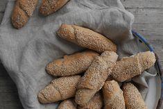 Frisches Gebäck verführt sogar Frühstücksmuffel zum zugreifen. Guten Appetit! Rolls, Fancy, Bread, Homemade, Food, Homemade Breads, Cooking, Baking Buns, Vegan Breakfast