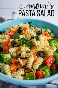 Low Unwanted Fat Cooking For Weightloss Mom's Pasta Salad Recipe - One Of My All Time Favorites. Extraordinary Side Dish To Pair With Dinner Or Bring To A Party Salad Dressing Recipes, Chicken Salad Recipes, Healthy Salad Recipes, Pasta Recipes, Vegetarian Recipes, Recipe Pasta, Healthy Chicken, Easy Pasta Salad, Pasta Salad Italian