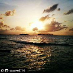 Atardeceres del Caribe Panameño. Guna Yala ... ¡Inigualable!  #Repost @sasuke2710 ・・・ Buenos días a todos con el hermoso recuerdo de la arena en mis pies, el mar enfrente y un buen sol al horizonte #iphonesoydepanama #islaperrogrande #panama #sanblasislands #instamoment