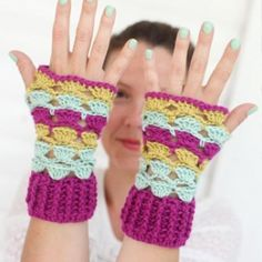 Free pattern for these cute and easy crochet shell wrist warmers. stunning, thanks so xox