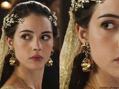 On Reign 4x09, Mary wears these custom Alfredo Laggio earrings