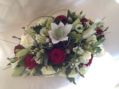 Red and cream top table double ended spray. Just fabulous xxx