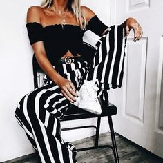 Love this classic black and white ♥ Stunning and stylish outfit ideas from Zefinka.com for fashionable women.
