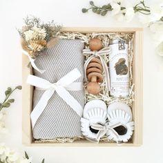 69 ideas baby diy newborn shower gifts for 2019 Regalo Baby Shower, Baby Shower Gift Basket, Baby Gift Box, Baby Box, Baby Shower Gifts, Baby Gift Wrapping, Baby Gift Baskets, New Mom Gift Basket, Holiday Gift Baskets