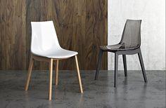 Sedia con struttura in legno e con seduta in polimero san bianco lucido oppure trasparente