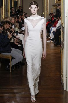 See the complete Francesco Scognamiglio Spring 2017 Couture collection.