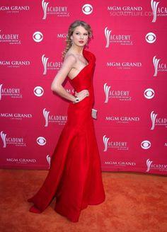 2014 Kırmızı Abiye Elbise Modelleri http://www.giyimkoleksiyonu.com/2014-kirmizi-abiye-elbise-modelleri.html