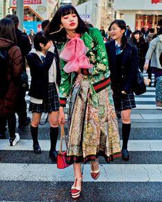 "VOGUE JAPAN on Instagram: ""モードとロマンティシズムが融合し、生み出される洗練されたモダニティ。そんなグッチのスタイルを小松菜奈さんが着こなす。『VOGUE JAPAN』3月号の「TOKYO NEW GLAM」からの一枚。 So Gorgeous! Nana Komatsu @konichan7 wearing a look from Gucci SS16❤️ Photo by @jirokonami Styled by @saori_vj Hair and Makeup by @yuyanara Manicure by @nadine_nails_ #voguejapan #marchissue #tokyo #gucci #小松菜奈 #nanakomatsu #harajuku"""