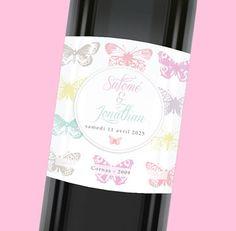 Etiquette de bouteille mariage raffinée avec ses papillons qui égayeront votre décoration de table, réf.N300797
