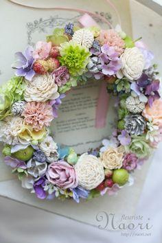 ローズとマム 木の実のリース  Wreath of chrysanthemums nuts and Rose