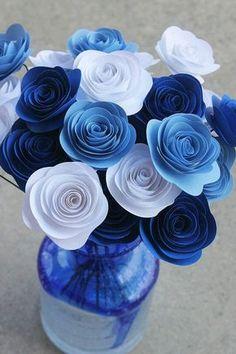 Crea un hermoso ramo de rosas de papel para sorprender a alguien especial o simplemente para decorar tu casa. La técnica es bastante sencill...