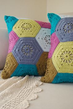 Crochet Hexagon Pillows  I love this idea for the scrap pillows at home :)