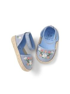 Shop Gap for darling baby girl shoes. Choose from baby girl sandals, booties, and many other styles. Little Girl Outfits, Little Girl Fashion, Toddler Girl Outfits, Toddler Shoes, Kid Shoes, Girls Shoes, Little Girl Shoes, Fashion Kids, Toddler Girls