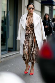Printed dress with white coat. Outfits from Milan Fashion Week