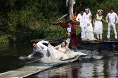 Viral photos: weird but amazing wedding locations Lawfully Wedded Wench Ever wondered if your hubby would rescue you if you encountered swashbuckling pirates? Well, this Thai bride never has to wonder. Wedding Reception Tables, Wedding Ceremony, Really Funny Pictures, Local Attractions, Wedding Locations, Make You Smile, Celebrity Photos, Funny Images, Wedding Pictures