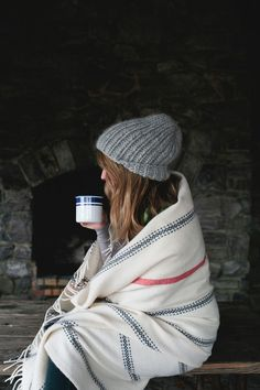 Cozy in Winter Pilou Pilou, Mrs Always Right, Winter Wonderland, Quoi Porter, How To Pose, Sweater Weather, Hygge, Snuggles, Warm And Cozy
