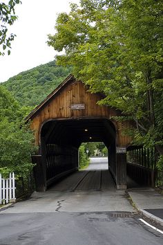 Covered Bridge - Downtown Woodstock, Vermont http://www.vacationrentalpeople.com/vacation-rentals.aspx/World/USA/Vermont