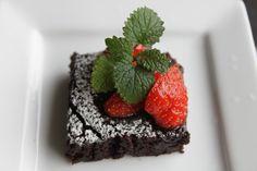 En supersaftig og god kake til dem som ikke tåler egg,Nydelig til vaniljeis...eller sammen med ri... Egg Free, Brownies, Eggs, Desserts, Food, Blogging, Tailgate Desserts, Deserts, Egg
