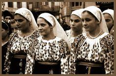 Taranci din Romanatii vechi si iile lor lucrate de mina !Portul tarancutelor de altadata! Love Affair, Romania, Christmas Sweaters, Gypsy, The Past, In This Moment, History, Vampires, Sign