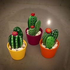 How to make a DIY painted rock cactus garden. There are more than 50 inspiration. - How to make a DIY painted rock cactus garden. There are more than 50 inspiration… - Cactus Painting, Pebble Painting, Pebble Art, Stone Painting, Diy Painting, Cactus Rock, Painted Rock Cactus, Painted Rocks, Painted Garden Rocks