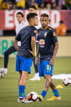 Neymar of Brazil and Philippe Coutinho of Brazil stretch their feet before the friendly match between Brazil and the United States at MetLife Stadium on September 2018 in East Rutherford, NJ,. Get premium, high resolution news photos at Getty Images Neymar Jr, Everton, Gabriel Jesus, Alex Sandro, Daniel Alves, Neymar Brazil, East Rutherford, Rapper Art, Metlife Stadium