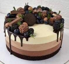 Candy Birthday Cakes, Pretty Birthday Cakes, Pretty Cakes, Cake Recipes, Dessert Recipes, Think Food, Fancy Desserts, Crazy Cakes, Dessert Decoration