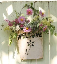 Nice idea for a gate welcome sign